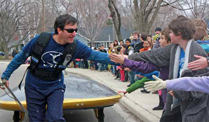 Marcelo Pull Solar car cheers by students